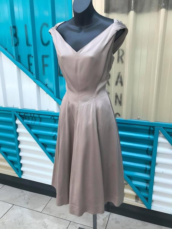 "1940s ""Rona Presents a Joan Doris Fashion"" Taupe S"