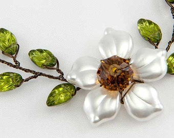 Green and White Flower Vine Necklace, Green White Beaded Necklace, Woodland Wedding Jewelry,  Rustic Bridal Jewelry