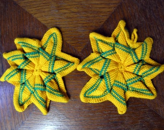 Vintage Crochet Pot Holders, Set of 2 Handmade Star Shaped Pot Holders, Chrocheted Yellow and Green Pot Holders, Star Oven Pot Holders
