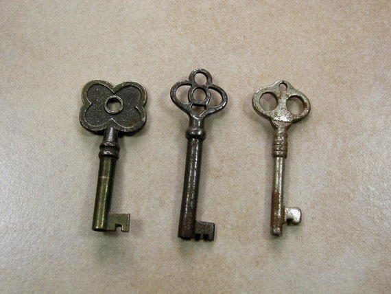 3 Antique Keys, Small Vintage Keys, Collectible Ornamental Furniture Keys,  Lot of Three Small Keys, Steampunk Key, Old Keys from RetroBerlin on Etsy  Studio - 3 Antique Keys, Small Vintage Keys, Collectible Ornamental Furniture