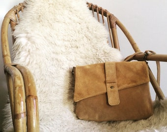 b10dd40fc3 Sac à main camel en daim, Sac bandoulière, Sac cuir bandoulière, sac bohème  en daim,sac besace cuir,sac à main,evening leather bag, boho bag