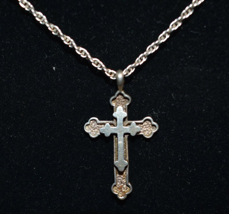 vintage silver cross pendent and silver chain
