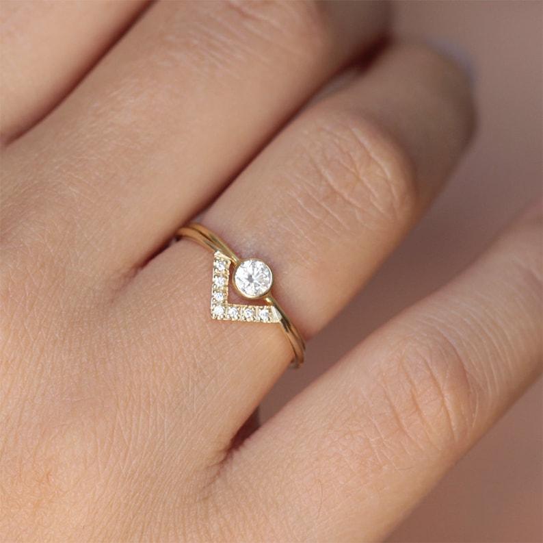 Simple Wedding Ring Set Bespoke Engagement Ring Minimalist Wedding Ring Set Dainty Diamond Ring Set V Ring 02 Carat Diamond Ring