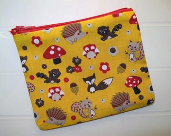 Small purse with animals of the forest