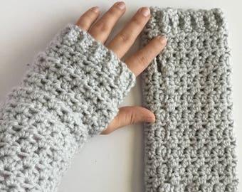 Crochet Pattern // Elizabeth Wrist Warmers // Easy // Written Pattern // Women's Gloves