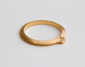 Dainty Wedding Band, 14k 18k Gold Signet Ring, Solid Gold Wedding Ring, Thin Ring, Stackable Gold Ring Small Seal Ring Band, Disrupted