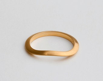Gold Curved Ring Band, Sway Ring, Gold Stack Wedding Ring, 18K Gold Ring, Slim Stackable Ring, Women's Wedding Band, Twist Ring, Disrupted
