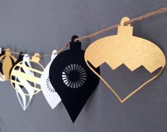 Christmas Bauble Paper Garland  - Black White and Gold - Paper Christmas Garland - Christmas Decoration - Bauble Garland - Paper Decoration