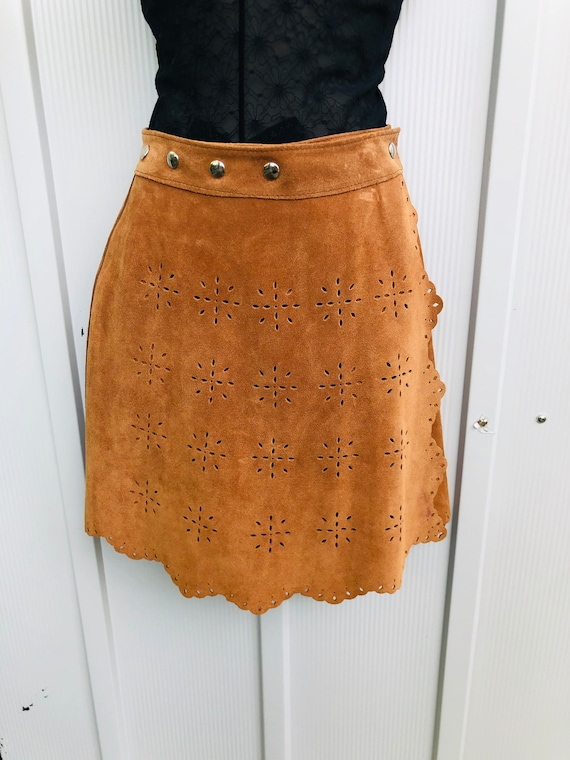 Suede skirt with scallop border