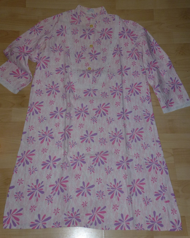 42 Long vintage nightgown Pink patterned gr