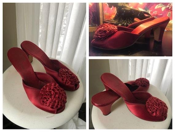 Vintage 1940s Daniel Green Ruby Red Boudoir Slippe