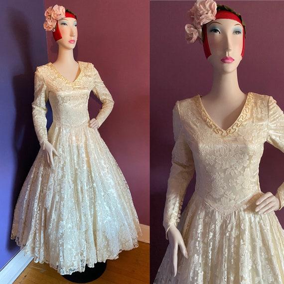 Vintage 1940s 1950s Lace Wedding Dress XS