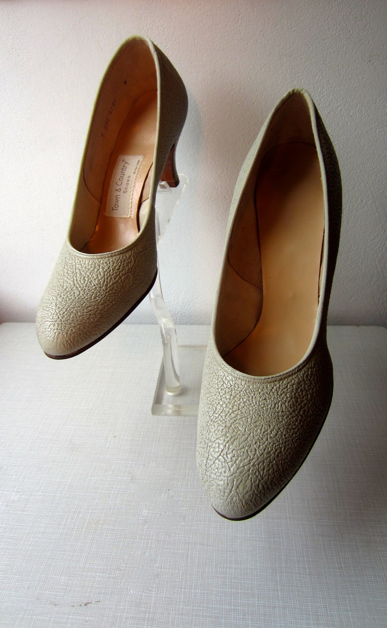c1d535b399837 1940's gray textured leather heels by Town & Country/size 9AAA/unworn