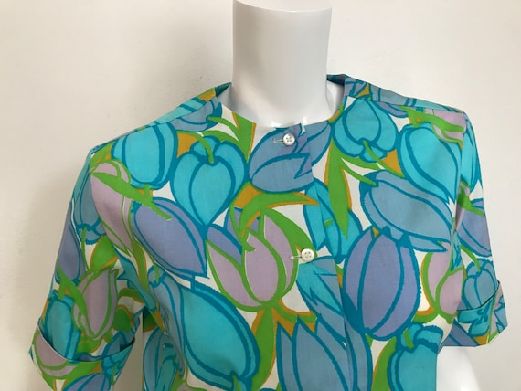 1960's Lady Manhattan cotton tulip print blouse/s… - image 4