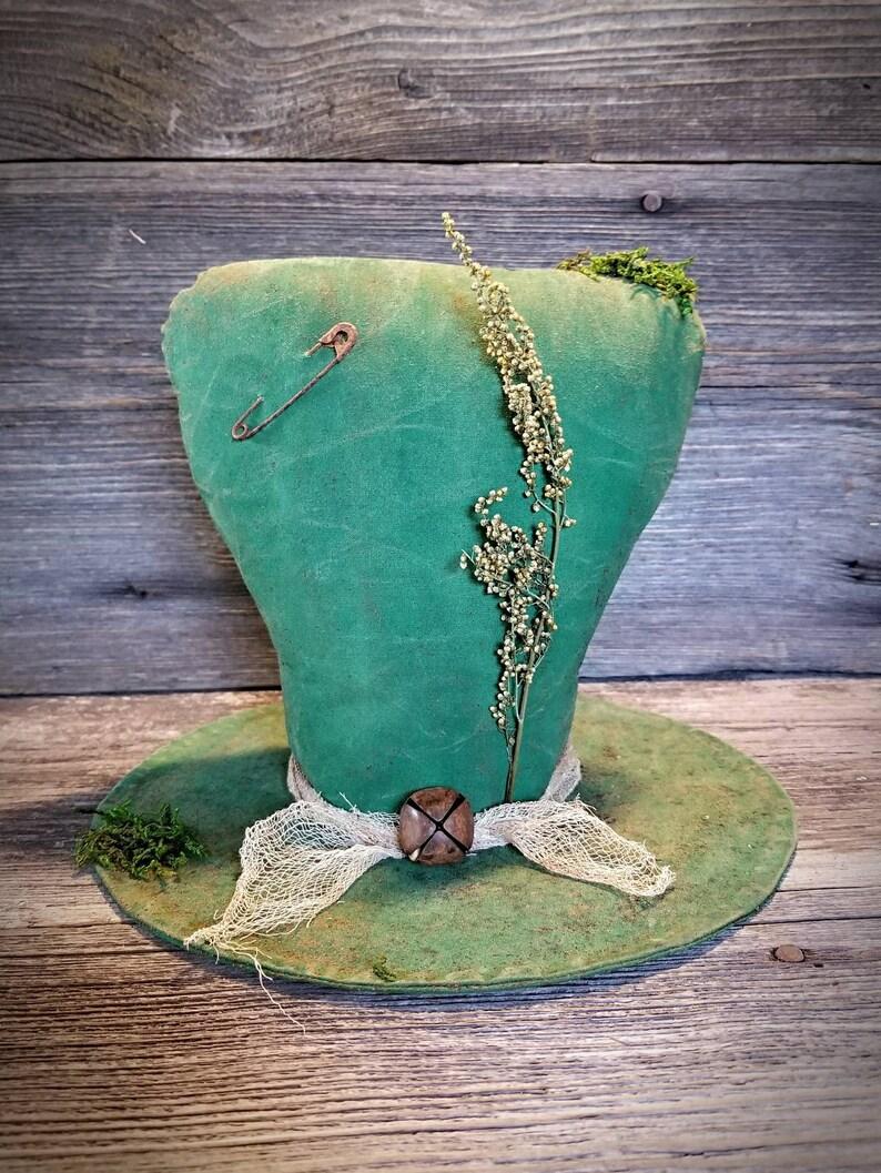 Primitive Leprechaun Hat Tablesitter  St Patrick's Day image 0