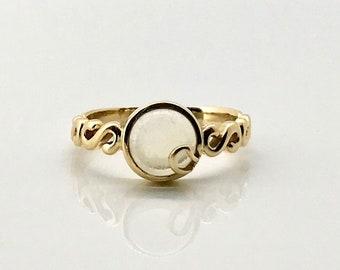 Yellow Gold Moonstone Ring, Vintage Moonstone Ring. Bezel Set Moonstone Ring, Vintage Ring