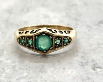 9 Karat Yellow Gold Vintage Emerald Ring