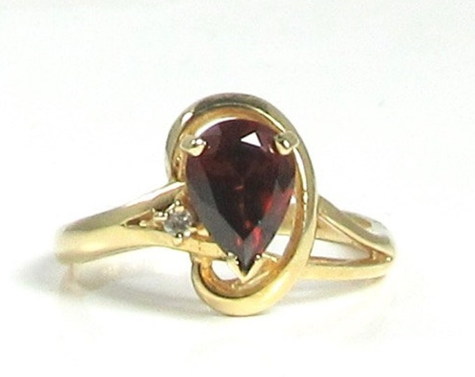 Garnet and Diamond Ring, Pear Shaped Garnet Ring, Vintage Garnet Ring, Yellow Gold Garnet Ring, January Birthstone Ring