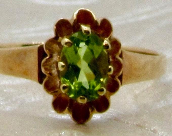 Yellow Gold Peridot ring, Vintage Peridot Ring, Peridot Ring, August Birthstone, Birthstone Ring, Vintage Birthstone Ring