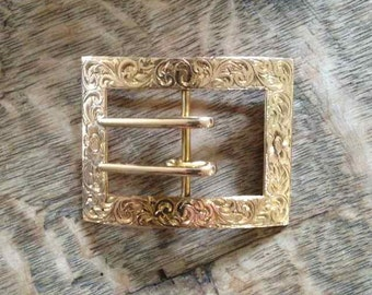 Finely Engraved Buckle Pin in 14 Karat Yellow Gold Victorian