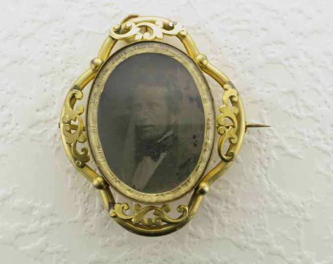 Memorial/Photo Locket Pin/Pendant in Rolled Gold Plate with Picture of Distinguished Man