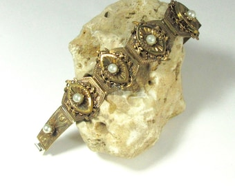 Faux Pearl Gold Tone Bracelet; 1940's Bracelet; Statement Bracelet; Fun Bracelet; Funky Bracelet; Vintage Fashion Bracelet; Fashion Bracelet