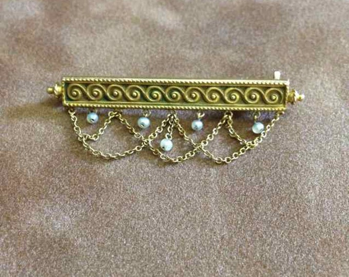 Edwardian Seed Pearl Bar Pin with Decorative Chains in 14 Karat Yellow Gold