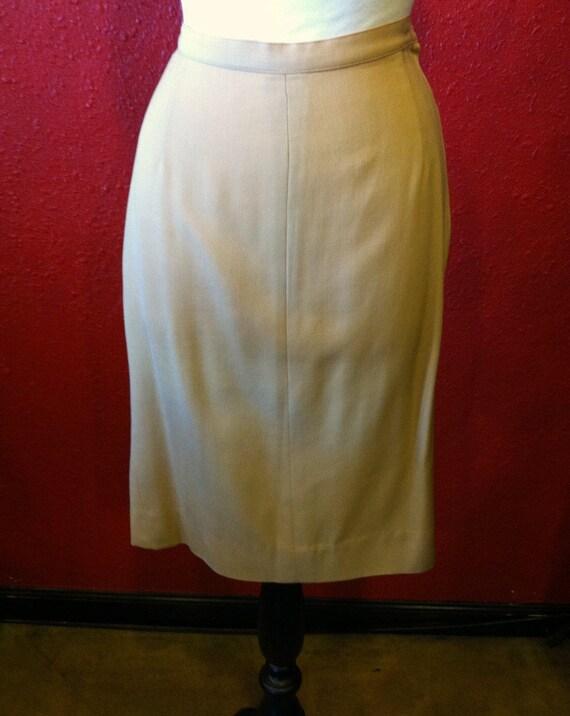 1950s Lilli Ann Golden Gabardine Ladies Suit - image 6