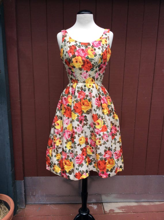 1950s Stunning Rose Print Dress with Sequins Phot… - image 5