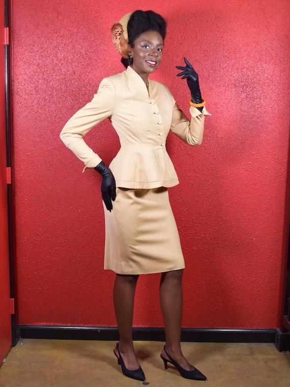 1950s Lilli Ann Golden Gabardine Ladies Suit - image 3