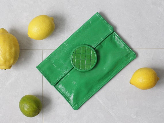 French 70s vintage green patent leather small enve