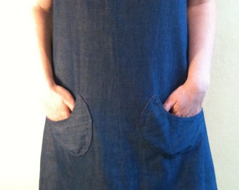 Plus Size Vintage: 1970s Denim Chambray Sleeveless Keyhole Jumper with Front Pockets