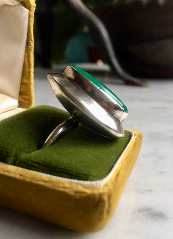 Vintage 60's Mod Jade and silver cocktail ring - image 2