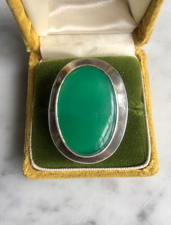 Vintage 60's Mod Jade and silver cocktail ring - image 1