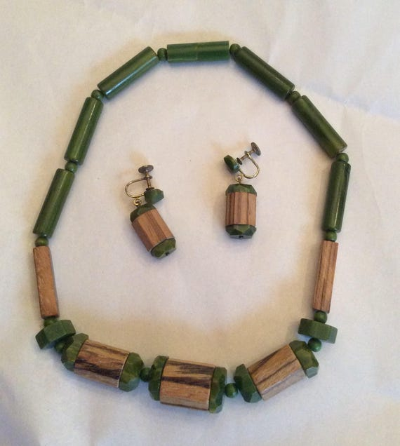 Vintage 1940's Green Bakelite & Wood necklace and