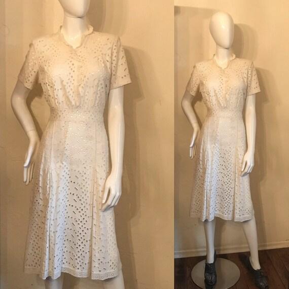 1930's Darling White Daisy Eyelet Day Dress - M