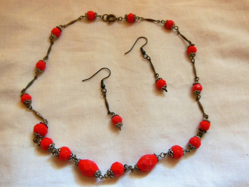 1930s Red Glass Bead Necklace