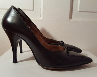 99d33b0d332 MARQUISE PIN UP Heels    50 s Black Leather Pinup Stiletto Heels Pumps Bow  Tie Size 6 7 Housewife Pointy Square Toe Bombshell Burlesque