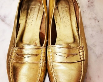 6db5e5a55c6 GOLD LEATHER FLATS    80 s Bandolino Italy Metallic Gold Faux Penny Loafers  Shoes Slip On Size 8 Hipster Preppy Low Heel Ballet
