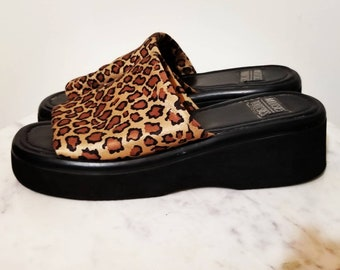 f5da076e7ba1 PLATFORM CHEETAH SANDALS    Ultimate 90 s Mootsies Tootsies Leopard Black  Brown Chunky Slides Punk Goth Size 9 10 Club Kid Spice Girls