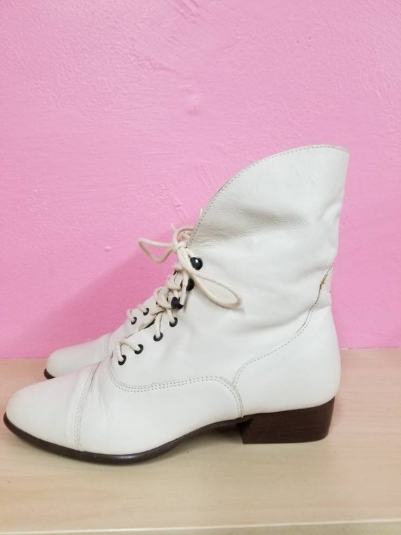 80's LEATHER GRANNY BOOTS // Vintage Creamy White