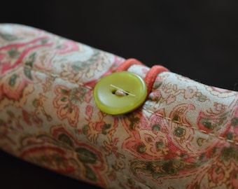 Green and Peach Paisley Pen Roll