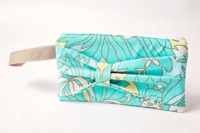 Bow Zipper Pouch  Wristlet  Zipper Clutch  Zipper Pouch  image 0