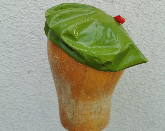 Latex beret 'Apple'