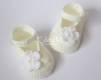 Crochet baby booties, baby shoes, mary janes, baby girl shoes, cream, white, flower, baby shower, gift for new mom, 0-3, 3-6, 6-9 months