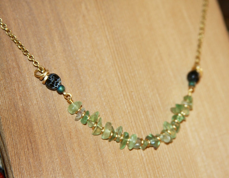Thin Necklace Boho Short Necklace with Tiny Chip Beads Aventurine Beaded Necklace Colorful Simple Boho Necklace Green Layering Necklace