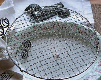 """Antique French Rare Larger Size 10 1/8"""" Round Wire Ware Cooling Pastry Icing Rack Wrapped Crimped Wires No Rust or Baked on Blackened Grease"""
