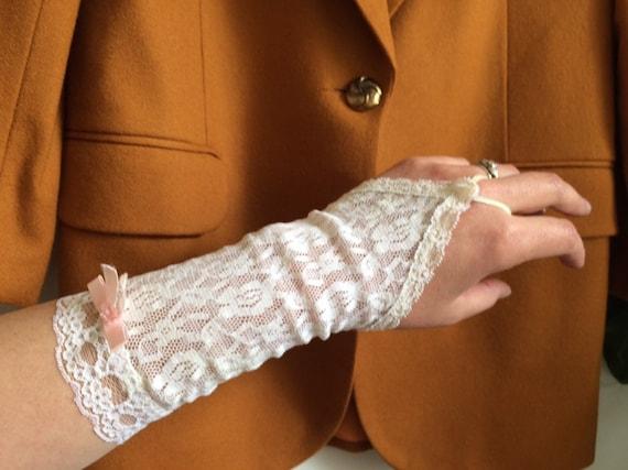 1980s fingerless gloves white lace