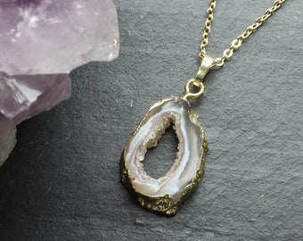 White Agate Druzy Slice Crystal Necklace, Clear Quartz Druzy Crystal, Crystal Necklace 18K Gold Plating, Crystal Jewellery, Geode Druzy