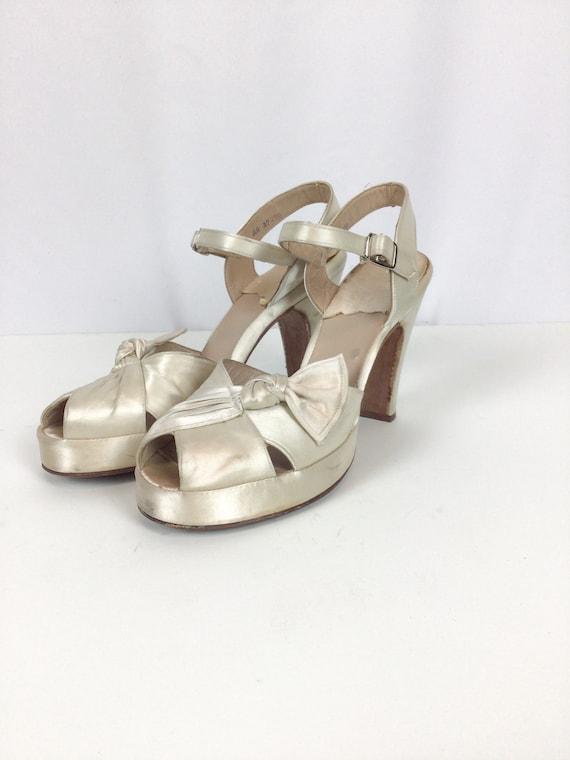 Vintage 40s shoes | Vintage wedding platform peep